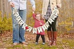 Outdoor Family Photography Ideas:  Christmas Card picture this year.  Whole family in picture with banner!