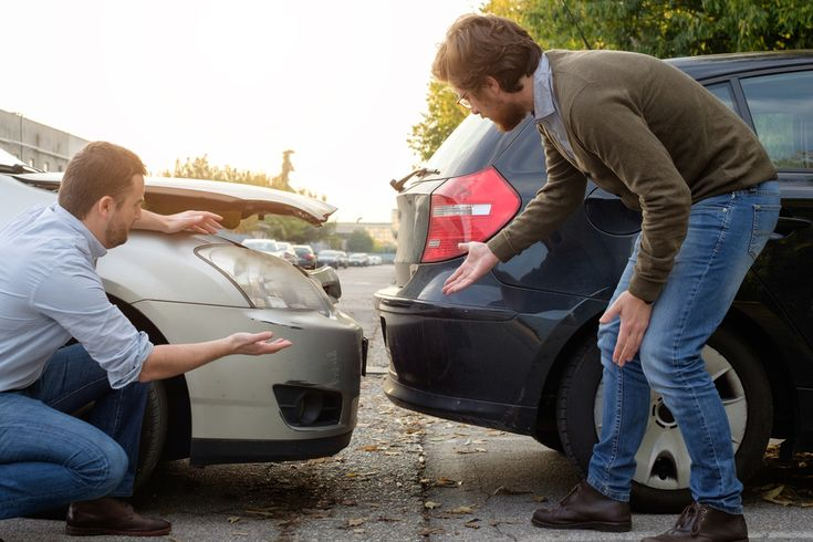 Ak ste držiteľom, vlastníkom či prevádzkovateľom motorového vozidla, určite viete, že zo zákona ste povinný uzatvoriť si povinné zmluvné poistenie. Táto povinnosť je podmienená predovšetkým faktom, že každý, kto šoféruje vozidlo, sa môže stať účastníkom dopravnej nehody či škodovej udalosti. Povinné zmluvné poistenie vám zabezpečí, že poisťovňa uhradí prípadné škody, ktoré svojim vozidlom môžete spôsobiť