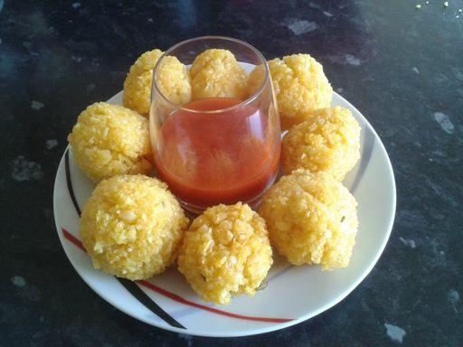 """""""Bonbons piment"""" de la Réunion : Recette de Marmiton. (Caloupilé : feuille de curry) A frire Et servir à l'apero."""