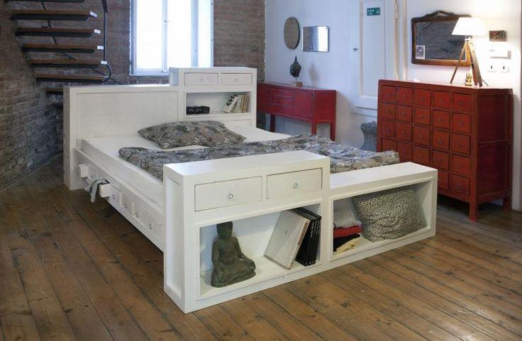 smrkové dřevo, překližka. rozměry zadního čela 195x117x25cm. postel je pro rozměr matrace 200X180 cm.  celkové rozměry postele jsou: délka 230cm, šírka 195cm výška dřevěné cásti bez matrace 36cm.
