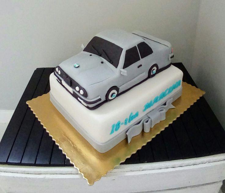 Tort osiemnastkowy - bmw- cake car
