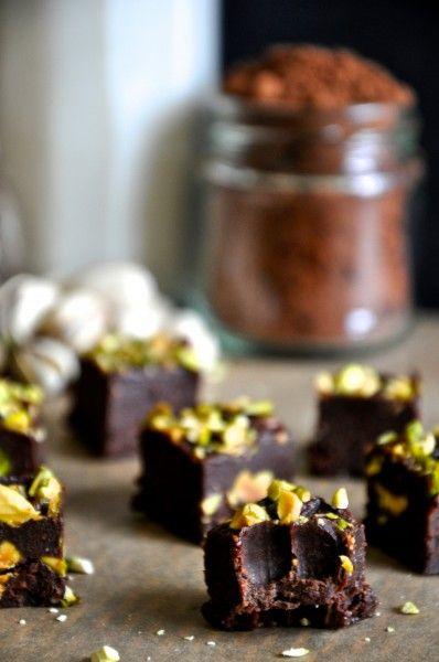chocolate pistachio freezer fudge // grain-free, gluten-free, dairy-free, raw, vegan, paleo