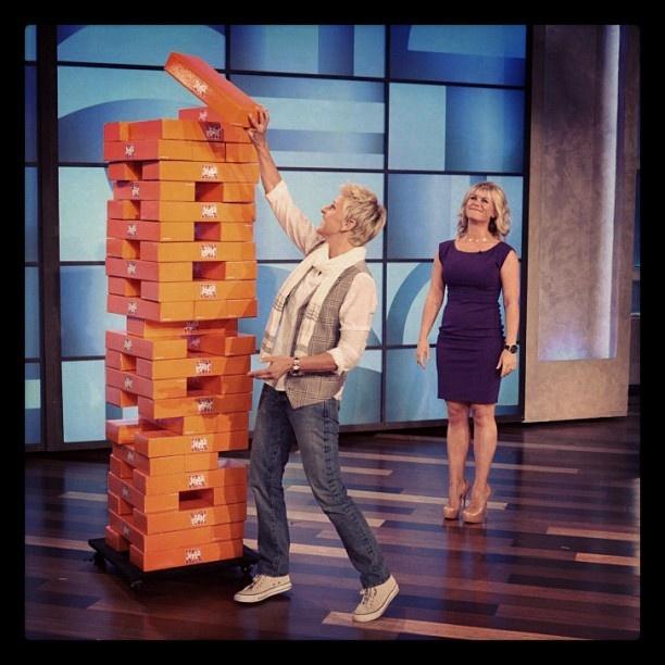 Ellen Degeneres & Alison Sweeney playing Jenga XXL on The Ellen Show