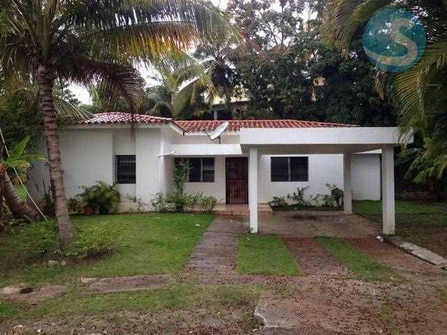 Casa en Alquiler Puerta de Hierro Santo Domingo Casas