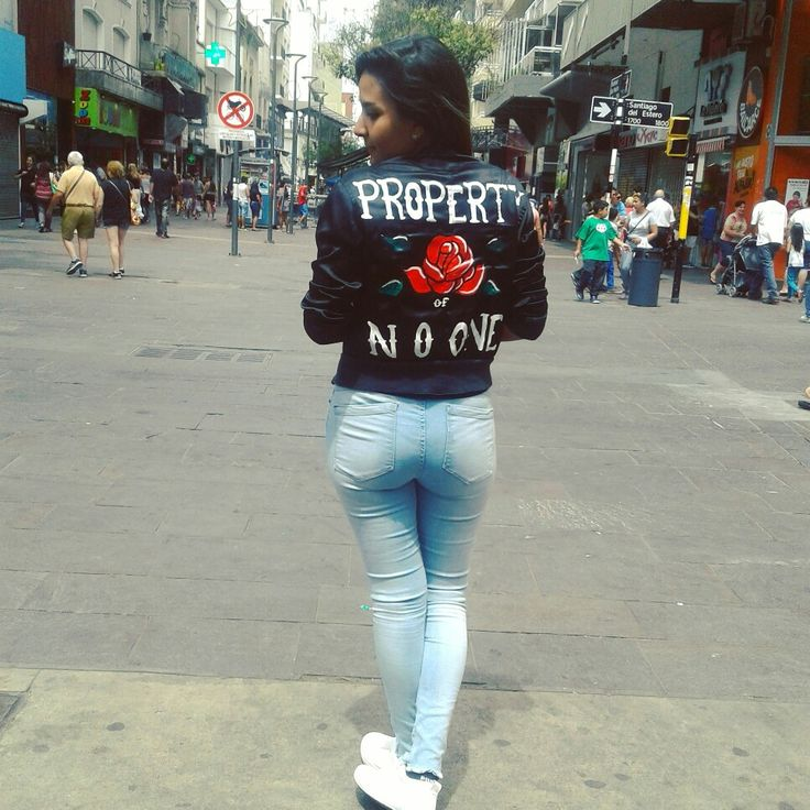 Bomber negra con Rosa😍// Black bomber with rose. ~Property of no one~