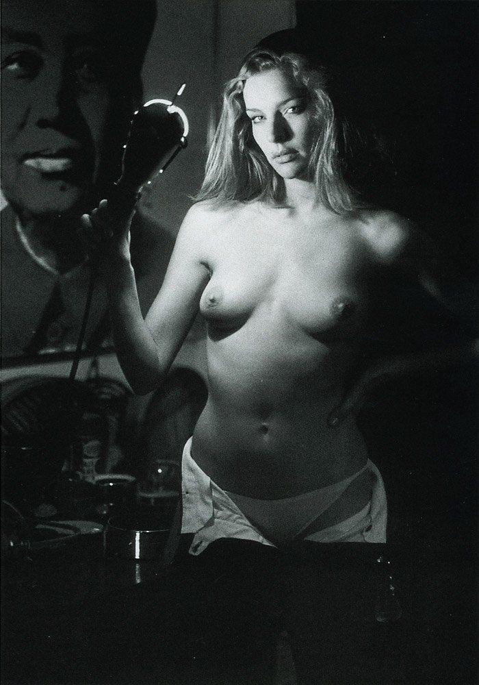 Sensualità ed eleganza sono elementi impliciti e fondanti nel lavoro del fotografo Jean-Francois Jonvelle (1943-2002), colui che viene considerato il maestro francese della fotografia erotica. Le s…