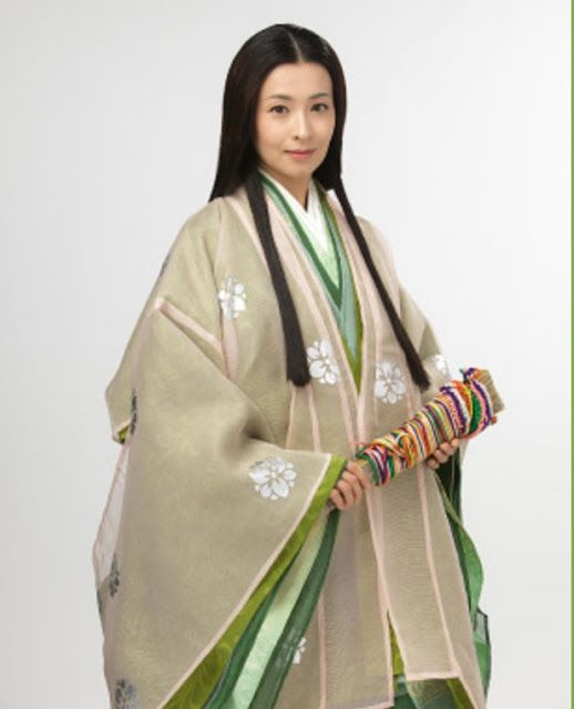 Not period, but a lovely example of how gauze-thin robes alter the colour of an ensemble.