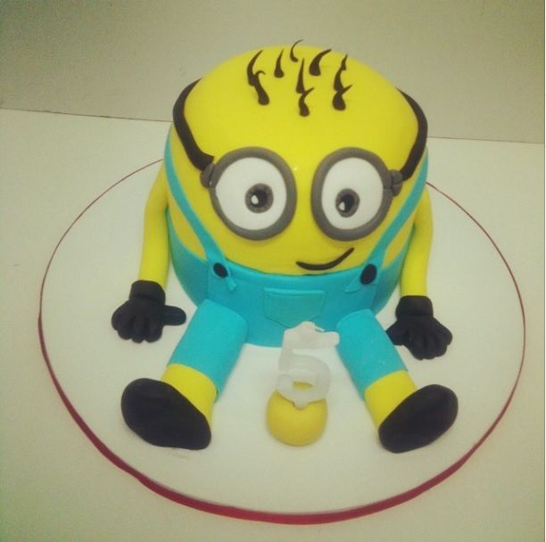#Minion #minionmania #weloveminions #3D #decorated #cake #sugarpaste #yellow #friend #movie #love #foodart www.thesweetspot.gr
