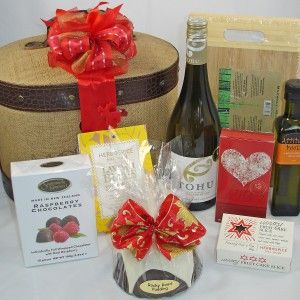 Large Christmas Gift Box, Jute case filled with delicious NZ wine & foods, & a wooden cheeseboard. #auckland gifts. #corporate gifts. #Christmas gift baskets, #New Zealand made