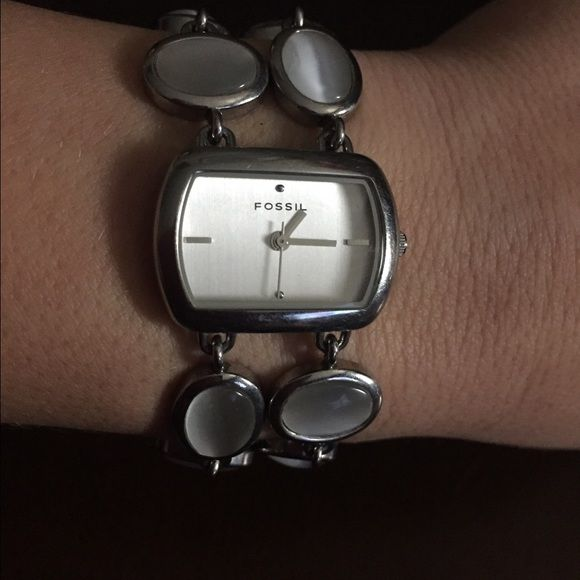 Beautiful F2 Fossil watch for women! Beautiful F2 Fossil watch for women! Only worn one or twice. Does need a battery. Beautiful watch!price firmno offers Thanks! Fossil Accessories Watches