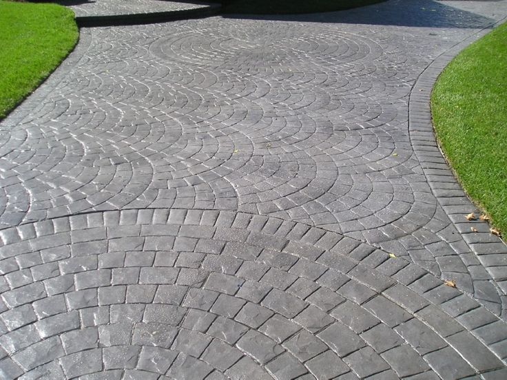 stamped concrete circle cobbstone - Concrete Driveway Design Ideas