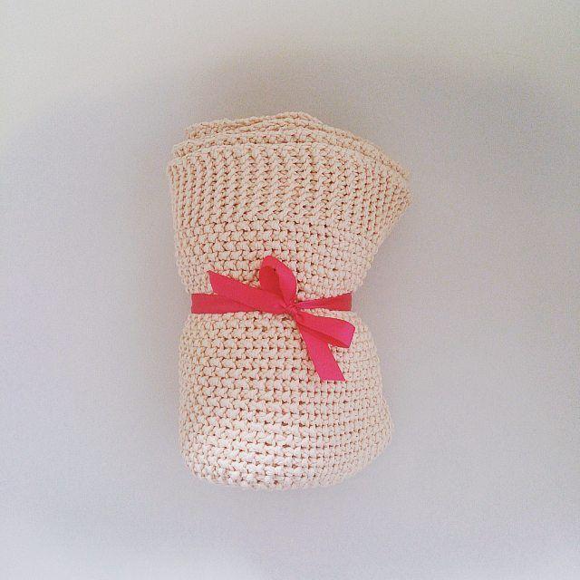 Kocyk szuka domu   cena do  #motkovelove #handmade #handmadewithlove #crochetblanket #forgirls #forkids #kidsroom #vasco #vascocam #instadziecko #instalove #instagirl #girl #instamatki #instamama #gift #naprezent #pomyslnaprezent #crochet #crocheting #kocyk #blanket #dziecko #dzierganie #recznarobota #rekodzielo
