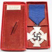 Medalla 25 años Leal Servicio categoría plata con estuche Fabricante: Rudolf A. Karneth & Söhn, Gablonz/Neibe