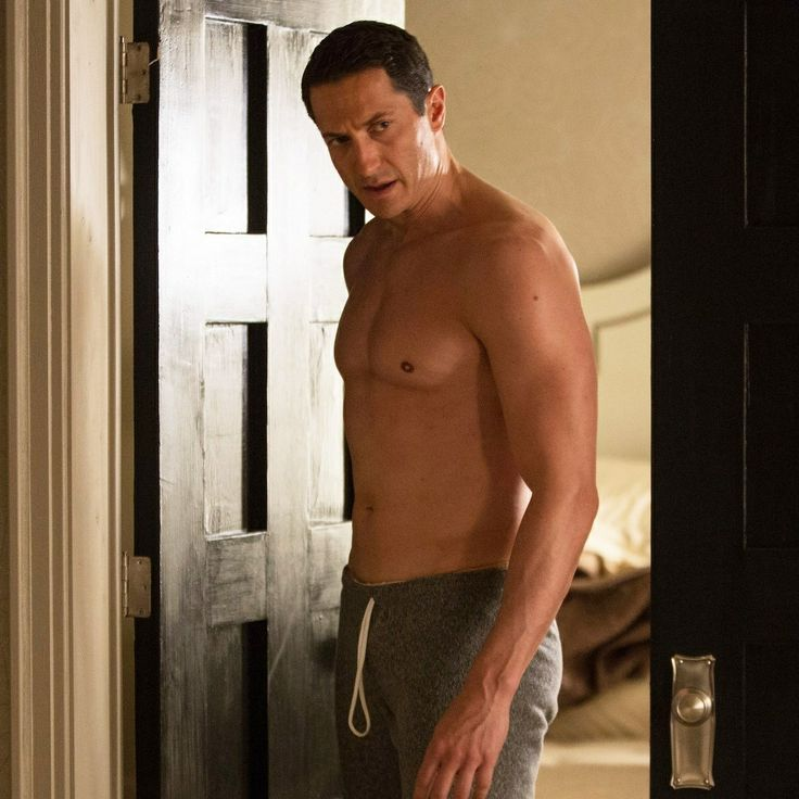 Sasha Roiz ... demonstrating that sometimes it is completely okay to just wear sweatpants *overheats*