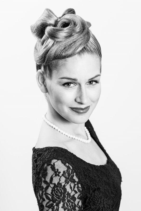 Elegantní společenský účes od Top Stylist Moniky. / Elegant hairstyle by our Top Hairstylist Monika. Evening hairstyle.