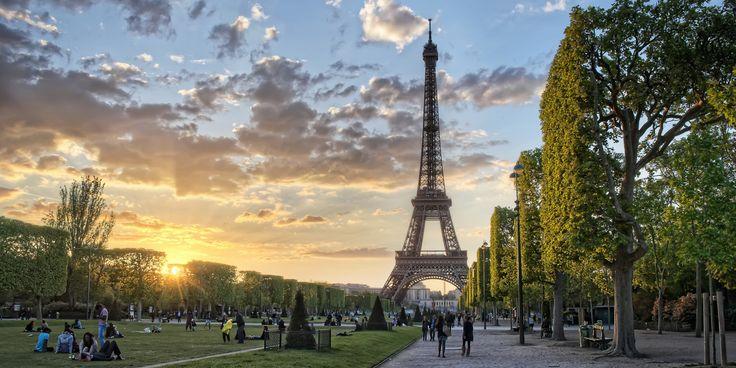 http://i.huffpost.com/gen/1709084/images/o-PARIS-facebook.jpg