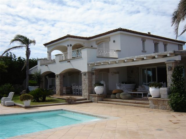 Villa with swimming pool Holiday Rent Distance Sea 200 m Guests 12 Bedrooms 7 Bathrooms 8 Garden. For more informations: +39 02 97272349 info@immobiliarenordovest.it