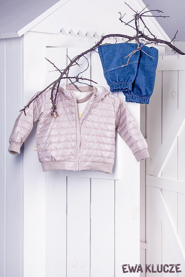 EWA KLUCZE, kolekcja BIRD, kurtka beżowa, bluzeczka i spodnie jeans, jesień-zima 2018, ubranka dla dzieci, EWA KLUCZE, BIRD collection, baby girl jacket, t-shirt, jeans, baby clothes