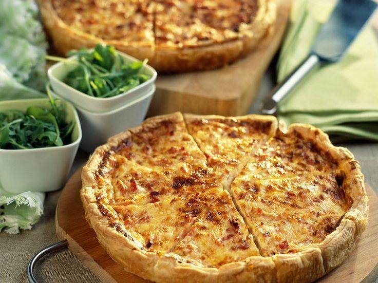 Découvrez la recette Quiche aux quatre fromages sur cuisineactuelle.fr.