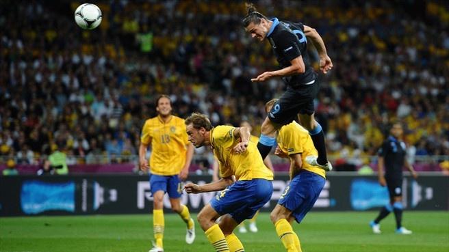 Andy Carroll (England) - 1st Goal - Sweden 2-3 England - Group D Knockout