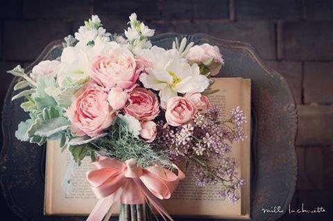 ⋆ 来週は、お花屋さんと打合せ どんな提案をもらえるんだろ♡⃛楽しみです♡⃛ 写真のようなイメージで仕上げたいなと♡⃛ ⋆ #ウェディング #レストランウェディング #ブーケ #フラワー #会場装飾 #プレ花嫁