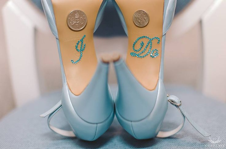 Pantofii de mireasa sunt cel mai important accesoriu. Esti in cautarea pantofilor perfecti? Vezi in acest articol modele frumoase de pantofi!