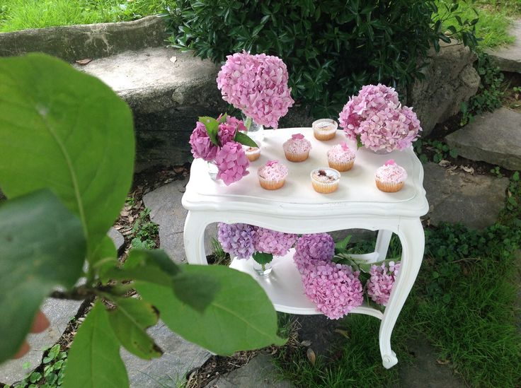 Pink sweet table in the garden