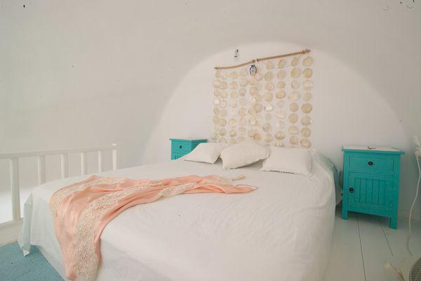 Minimal-Bedroom-Turqoise-White-Loft-Cob-Santorini-Island-Greece