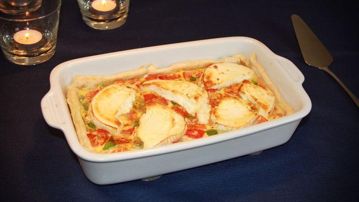 Deze paprika geitenkaas quiche, heeft allemaal lekkere en een beetje bijzondere ingrediënten, wat hem anders dan anders maakt.