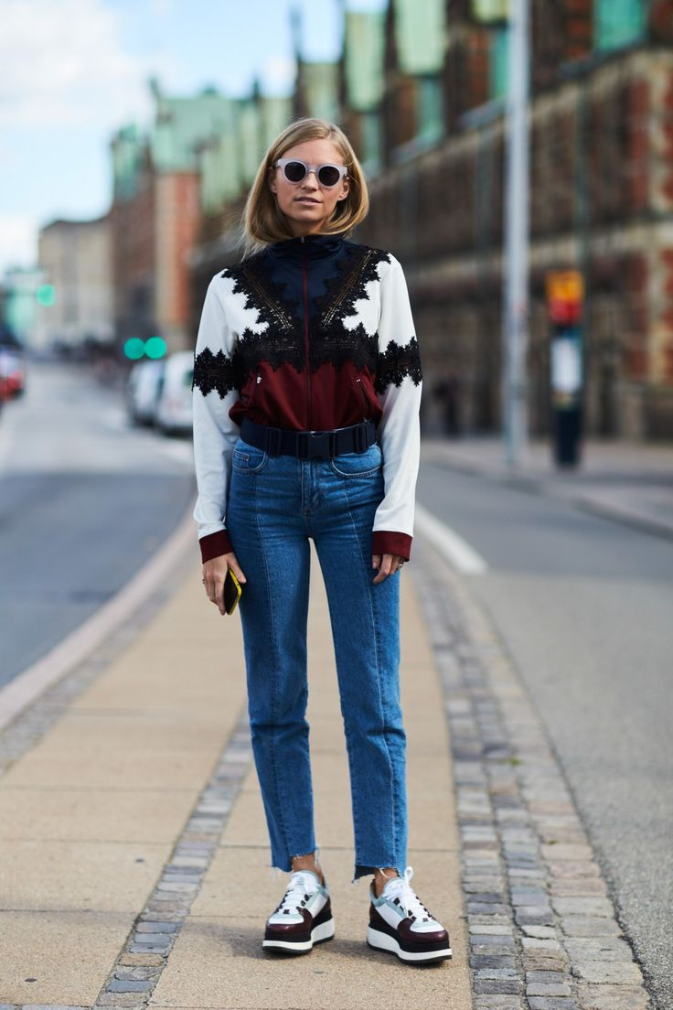 Chunky printes sweater, uneven hem jeans, and sneakers.
