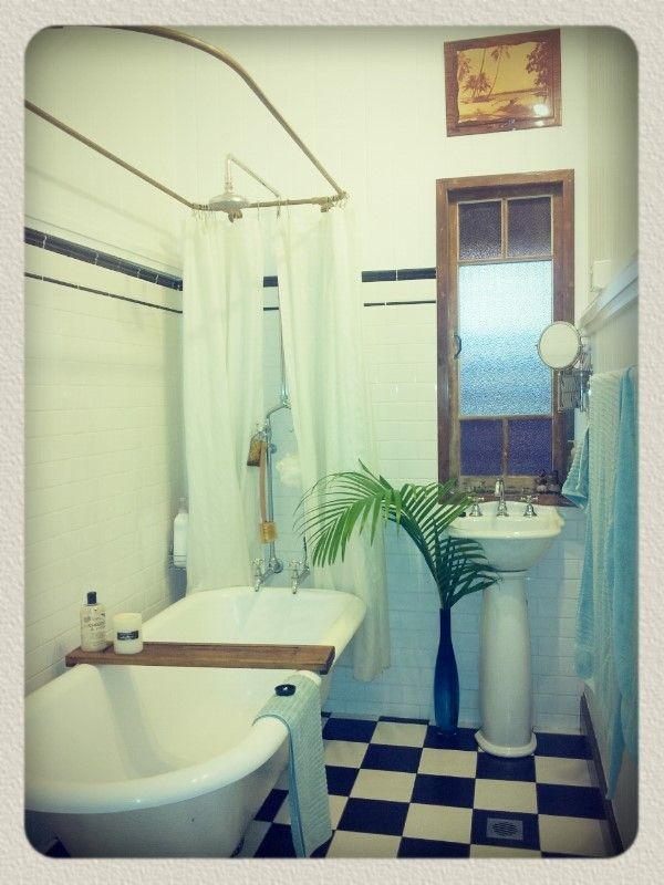 Qlder cottage, workers cottage, tropical, vintage, retro, bohemian, granny thrift, op shop, small bathroom, tiny bathroom, clawfoot bath, pedestal sink