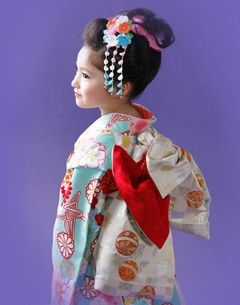 Shichigosan/ boy 5 years old/ girl 3 and 7 years old( November 15) Japan/ festival七五三 七歳 手結び帯の美しさ Shichigosan
