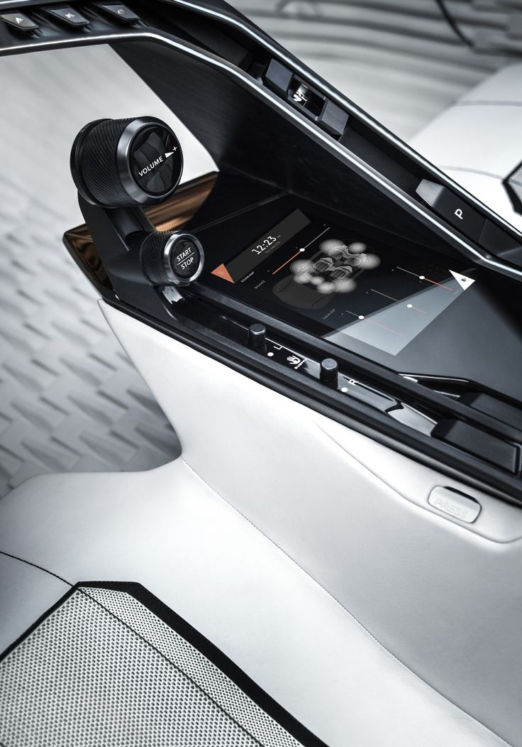 First unveiled on the SR1 concept car in 2010, the Peugeot i-Cockpit® has already won over more than 1.8 million customers since making its market debut on the 208 in 2012.