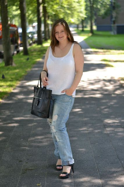 Summer knit casual, black leather bag and sandal, one of my favourite looks