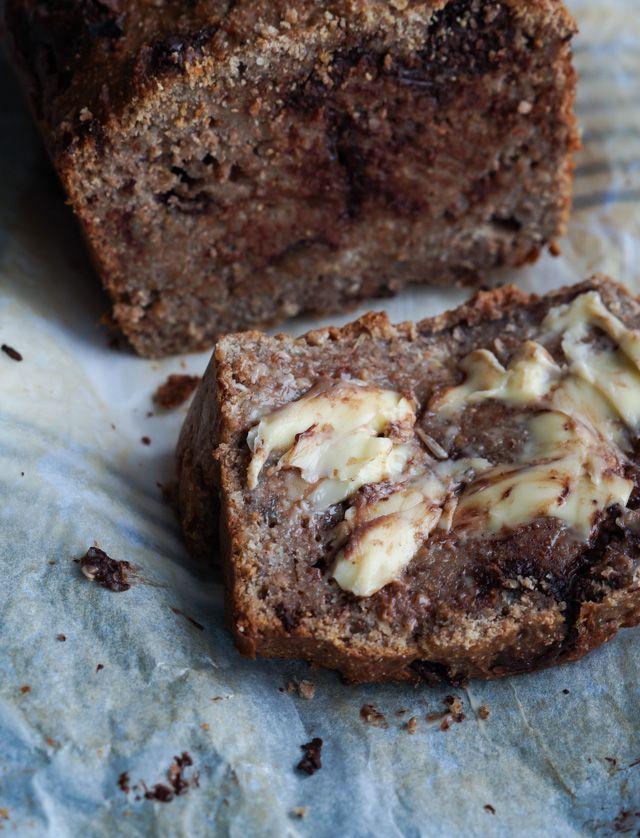 Sødt peanutbutter-chokolade bananbrød - et sødt brød med banan, peanutbutter og…