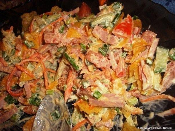 """ИсточникGreat Food • Лучшие Рецепты  Салат """"Обжорка""""!Простой салат в приготовлении, без всяких изысков, но всегда идет на """" ура"""". Продукты для этого салата есть у каждого в холодильнике.Итак, ингреди…"""