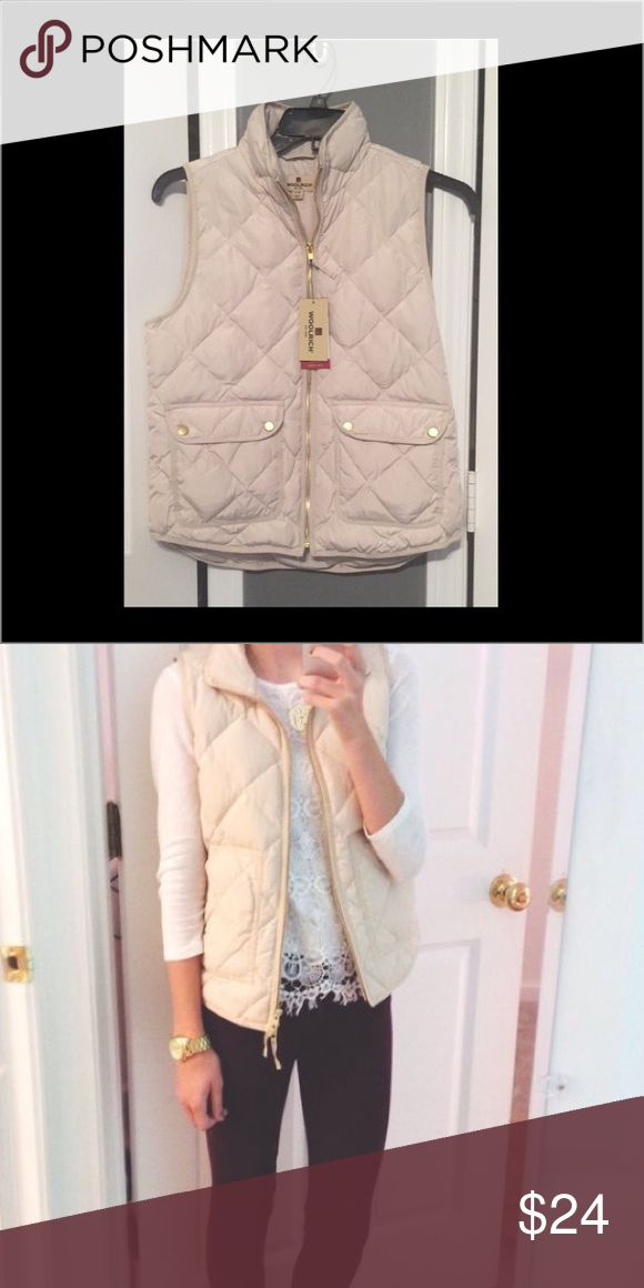 Cream Zip up Vest ❤ Adorable puffer vest looks great with anything brand new still with tags 👍🏻 size small Jackets & Coats Vests