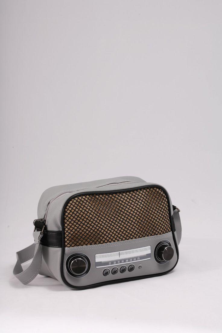 27,00€ Τσαντάκι ώμου «Ραδιόφωνο» γκρι ανοιχτό.  Εντυπωσιακό Design, μοναδικό σχέδιο.