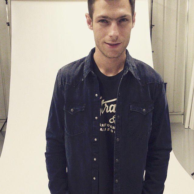 #levis #leviscollection #studio #photosession #photoshoot #backstage #men #menswear #shirt #tshirt #black #polishmodel