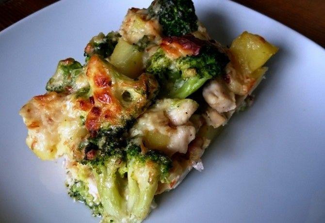 Rakott brokkolis csirkemell krumplival, baconnel