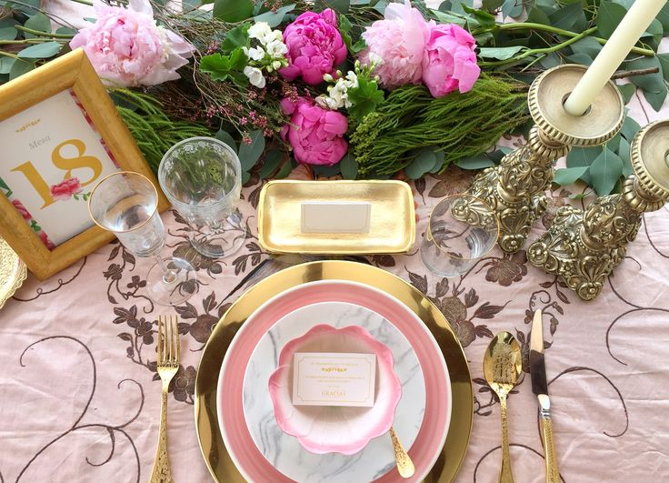 'La Virginia' es la segunda colección de #papeleriadebodas de #Loveratory. Encierra la esencia de Andalucía. Flores, siesta, azahar, el rumor de una fuente, el blanco de las fachadas encaladas, el dorado del sol, la alegría, la calma, todo eso es 'La Virginia'. #weddingstationery #flowers #peonias #invitacionesdeboda2016 #invitacionesdeboda2017 #invitacionesdeboda #table #seating #tableseating #goldandpink #meserosdeboda #brandingddeboda #sobresforrados #invitacionesdeacuarela