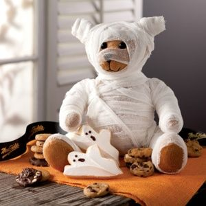 How fun would this be to do with your kids and their favorite stuffed animals?! Fun activity and makes really cute decorations. This would be a fun Halloween party activity also. Kids could bring their own stuffed toy and you could provide the costumes. Fun!