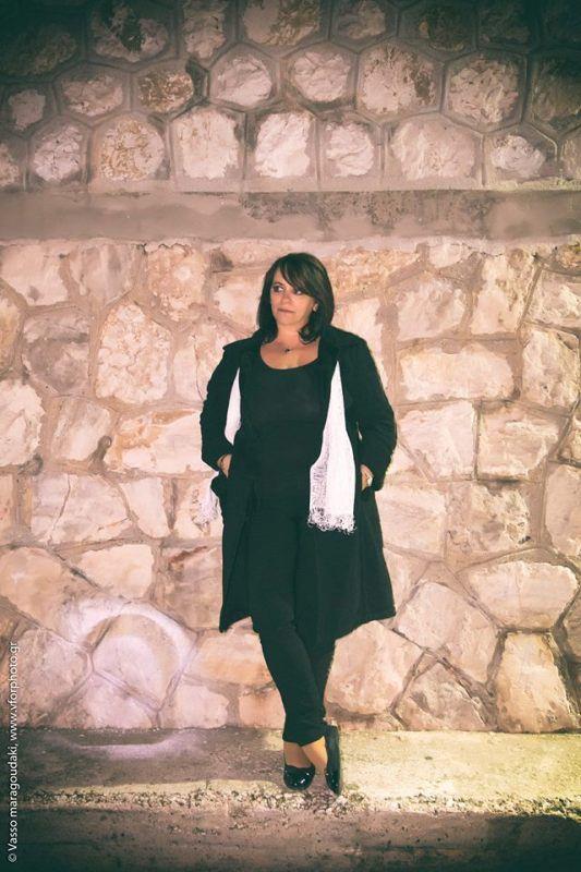 Η Τέσυ Μπάιλα είναι μια λαμπερή λογοτέχνης. Είναι μια περιηγήτρια του ανθρώπινου ψυχισμού, μια συγγραφέας που επιχειρεί με τα έργα της την αναζήτηση του πάντα διαφυγόντος νοήματος στη ζωή μας στον αγώνα της καθημερινής αναθεώρησης.