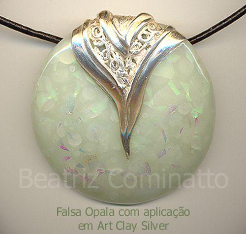 Pingente em Art Clay Silver e imitação de opala em cerâmica plástica by Beatriz Cominatto, via Flickr