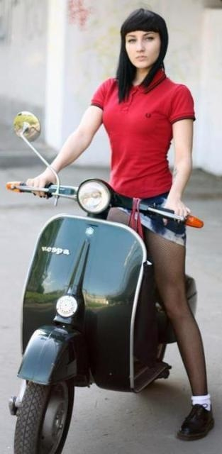 I want that scooter,,, love the look too <3
