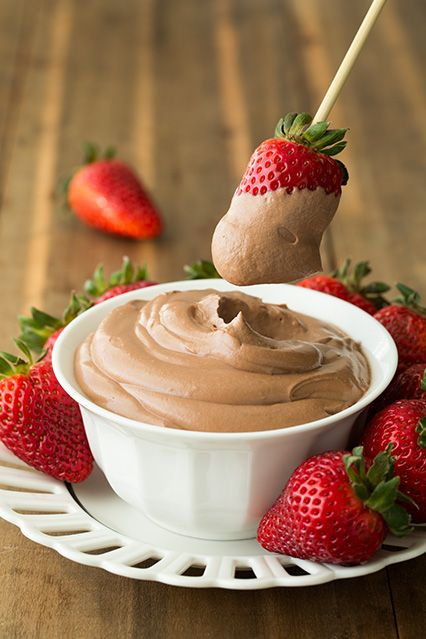 4 ingredient Nutella Cheesecake Dip!? Sounds so easy and so delicious!!!! Definitely trying this recipe!!!