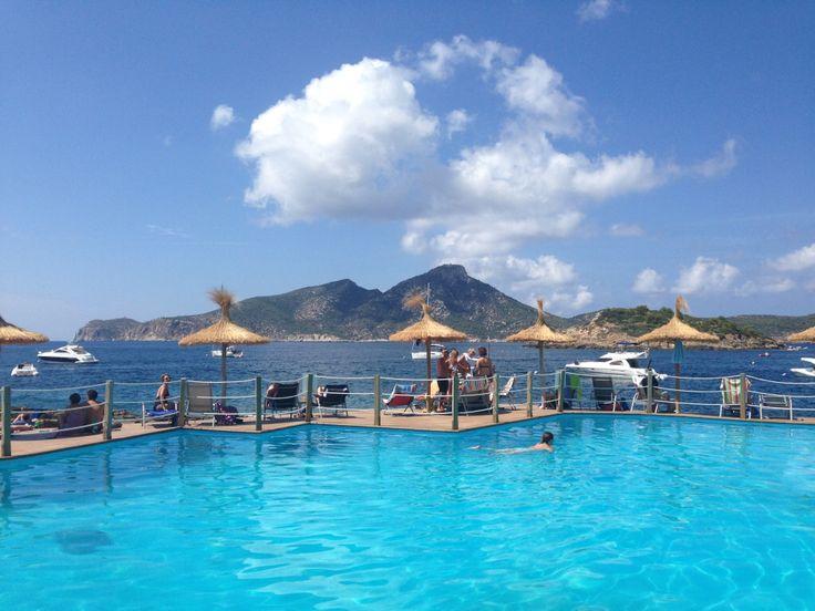 Lust auf frischen Fisch und eine traumhafte Aussicht auf die Isla Dragonera - ab ins Cala Conills in Sant Elm. Mehr auf meinem Blog!  http://cookiesformysoul.de/meeresglitzern-tolle-sonnenuntergaenge-und-der-coolste-platz-fuer-fangfrischen-fisch-auf-mallorca-cala-conills/