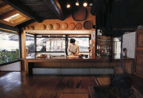 Traditional Japanese Farmhouse- different level kitchen eating