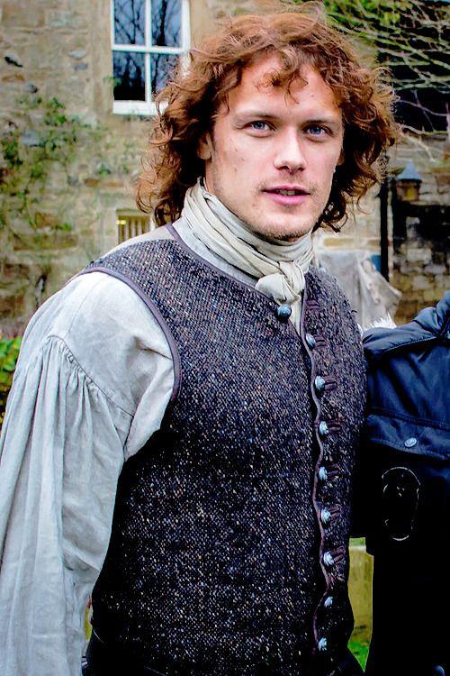 Outlander News — New/Old fan pics |Sam Heughan in Dean Castle...