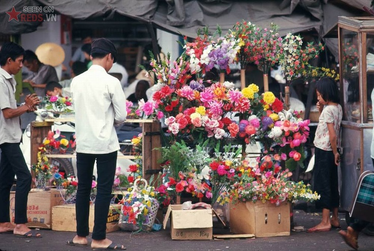 a paper flower shop in Saigon, 1968